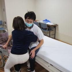 介護教室「ベッド周りの介助について」を開催しました